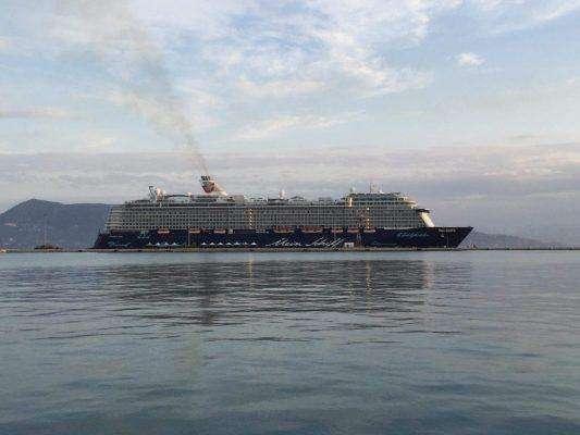 ΚΕΡΚΥΡΑ – Στο λιμάνι έδεσε το πρώτο κρουαζιερόπλοιο